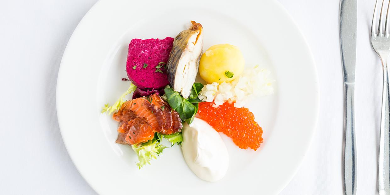 Suolaisia ja makeita saariston makuja Saaristolaispöytä-menussa