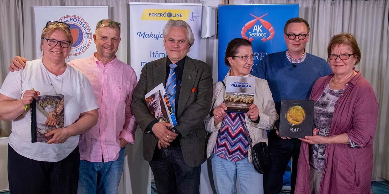 Luennolla olleet matkustajat jututtivat asiantuntijoita m/s Finlandian Nyt puhutaan ruoasta -luennolla.